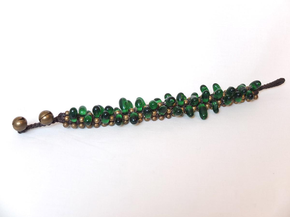 photo Amérique du sud brun macramé perles de verre vert